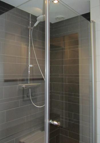 Oude badkamer opfrissen - Sanitair opknappen ...